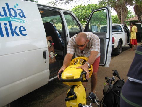 Maui Scuba Mike demonstrating the Scooter